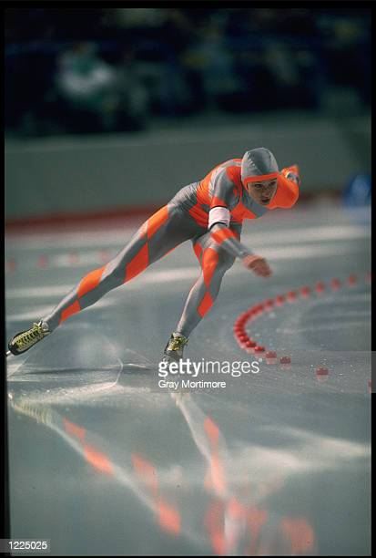 BONNIE BLAIR OF THE UNITED STATES POWERS OUT OF A BEND DURING HER FINAL RACE IN THE WOMENS 500 METRE SPEED SKATING COMPETITION AT THE 1988 WINTER...