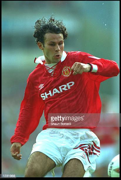 RYAN GIGGS OF MANCHESTER UNITED IN ACTION DURING THE PREMIER LEAGUE MATCH AGAINST NORWICH AT CARROW ROAD MANCHESTER WON THE MATCH 20