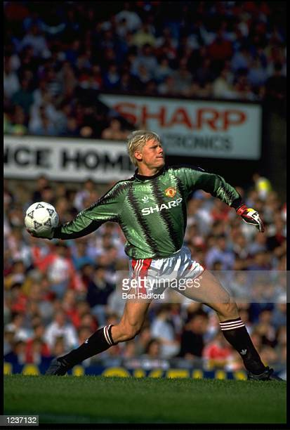 PETER SCHMEICHEL THE MANCHESTER UNITED GOALKEEPER THROWS THE BALL OUT DURING A FIRST DIVISION GAME AT OLD TRAFFORD