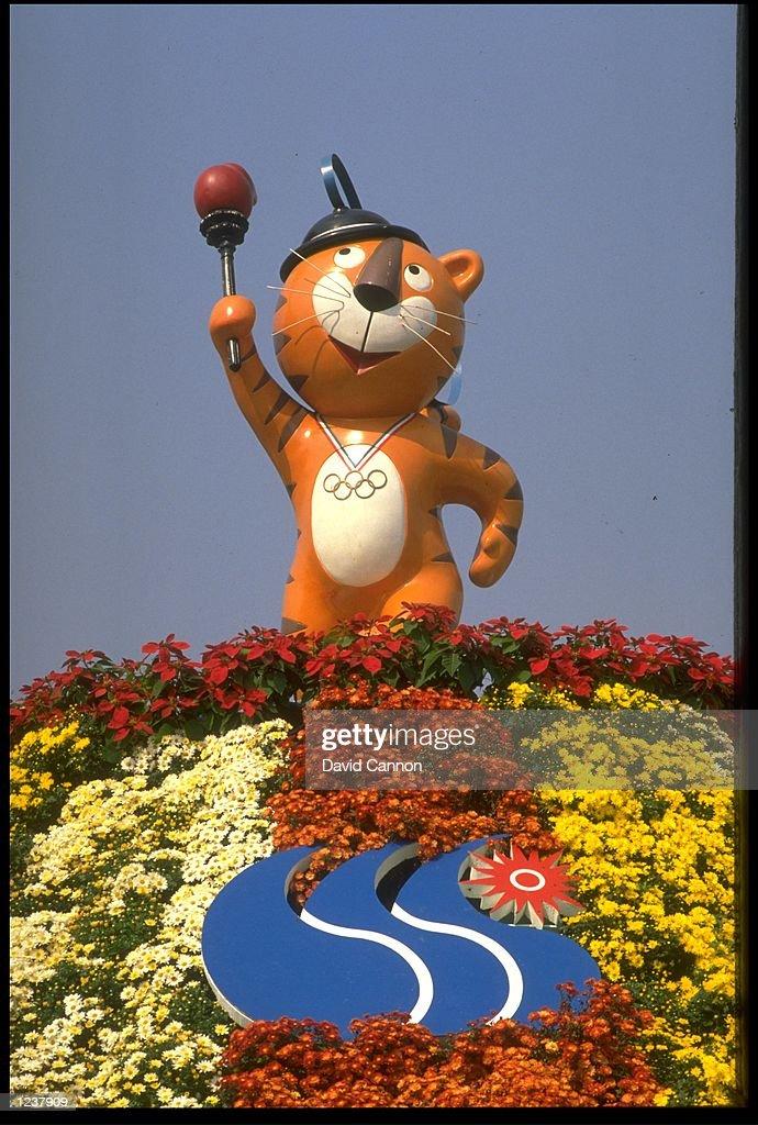 HODORI OLYMPIC MASCOT WITH TORCH : News Photo