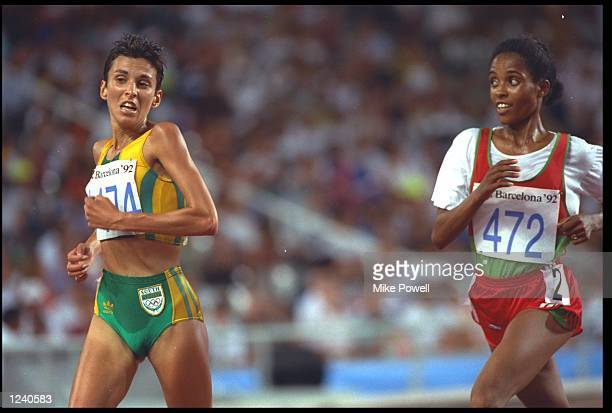 ELANA MEYER OF SOUTH AFRICA IS PURSUED BY DERARTU TULU OF ETHIPOIA DURING THE WOMENS 10000 METRES RACE AT THE 1992 BARCELONA OLYMPICS TULU WON THE...