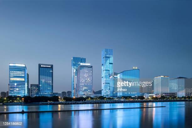 水邊的現代城市金融建築群夜景 - fuzhou stock pictures, royalty-free photos & images