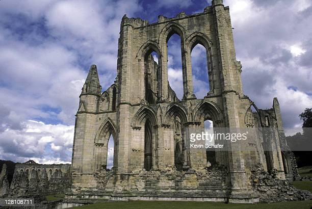 england, yorkshire. rievaulx abbey. - rievaulx abbey stock pictures, royalty-free photos & images