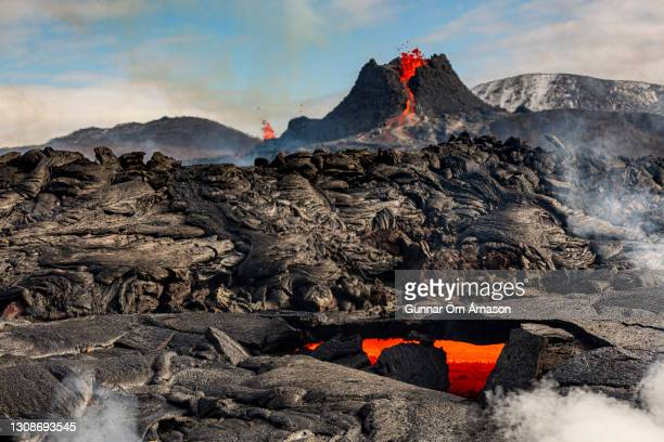 iceland-volcano-eruption - gunnar örn árnason stock pictures, royalty-free photos & images
