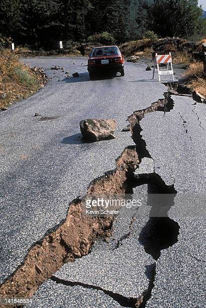 EARTHQUAKE DAMAGE TO ROAD NEAR SANTA CRUZ, CALIFORNIA. 1989 H