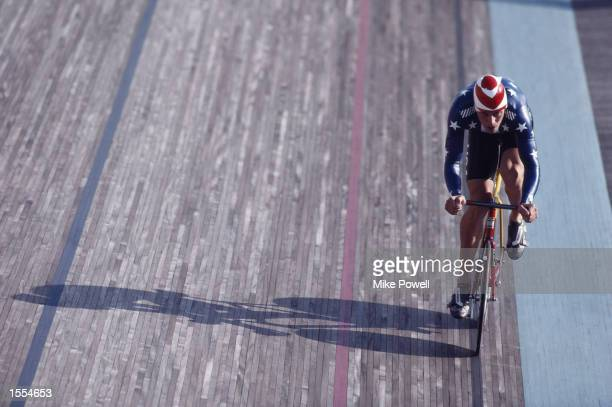 DAVID BRINTON OF THE UNITED STATES POWERS HIS WAY DOWN THE STRAIGHT DURING A QUALIFYING HEAT OF THE MENS 4000 METRE PURSUIT CYCLING AT THE 1988 SEOUL...