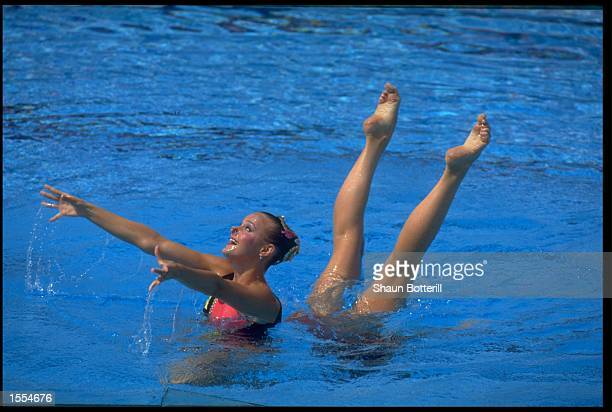 ANNA KOZLOVA AND OLGA SEDAKOVA OF THE SOVIET UNION PERFORM THEIR ROUTINE DURING THE SYNCHONISED SWIMMING DUET EVENT AT THE 1988 SEOUL OLYMPICS
