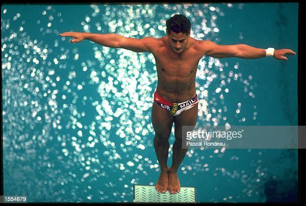 GREG LOUGANIS OF THE UNITED STATES SETS HIMSELF BEFORE ATTEMPTING A DIVE DURING THE SPRINGBOARD EVENT AT THE 1988 SEOUL OLYMPICS. LOUGANIS WON THE...