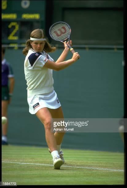 HANA MANDLIKOVA OF CZECHOSLOVAKIA BRINGS HER RACQUET BACK TO PLAY A BACKHAND DURING A MATCH AT THE 1984 WIMBLEDON TENNIS TOURNAMENT