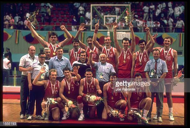 THE MENS BASKETBALL TEAM FROM THE SOVIET UNION POSE FOR A GROUP PHOTO AFTER RECEIVING THEIR GOLD MEDALS AFTER DEFEATING YUGOSLAVIA IN THE MENS...