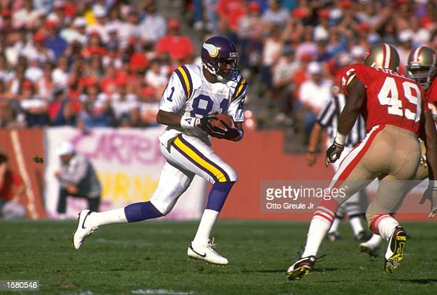 MINNESOTA VIKINGS WIDE RECEIVER ANTHONY CARTER RUNS WITH THE FOOTBALL DURING THE VIKINGS 2421 LOSS TO THE SAN FRANCISCO 49ERS AT CANDLESTICK PARK IN...