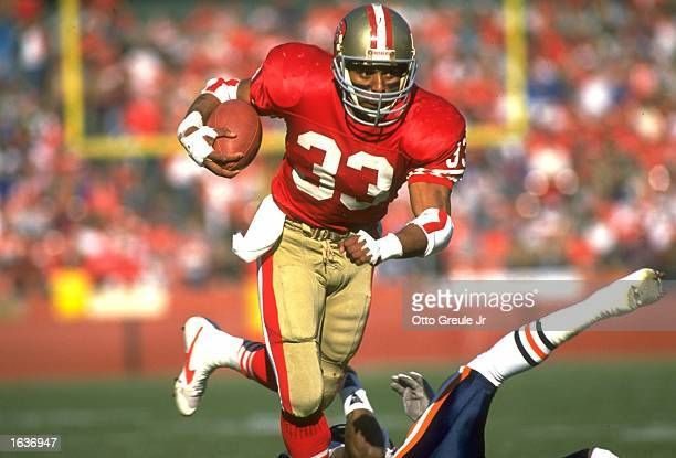 SAN FRANCISCO 49ERS RUNNING BACK ROGER CRAIG CARRIES THE FOOTBALL DURING THE 49ERS 260 WIN OVER THE CHICAGO BEARS AT CANDLESTICK PARK IN SAN...