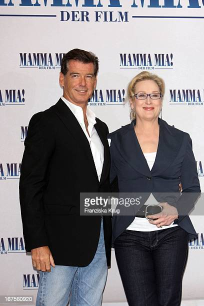Pierce Brosnan Und Meryl Streep Beim Mamma Mia Der Film Photocall Im Hotel Adlon In Berlin