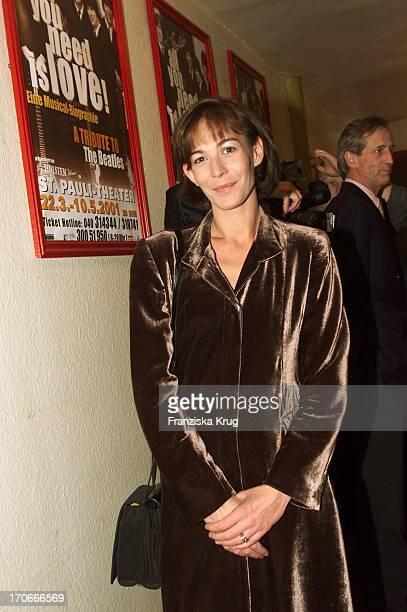 Moderatorin Sandra Maahn Bei Der Premiere Des Beatles Musicals All You Need Is LoveIm St Pauli Theater In Hamburg Am 220301