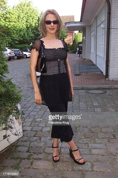 Eva Hassmann Beim Empfang Zum Rbu Charity Golf Cup 2001 In Hamburg Am 130501