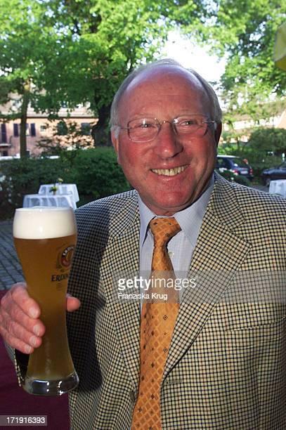 Ex Fussballprofi Uwe Seeler Beim Empfang Zum 'Rbu Charity Golf Cup 2001' In Hamburg Am 130501