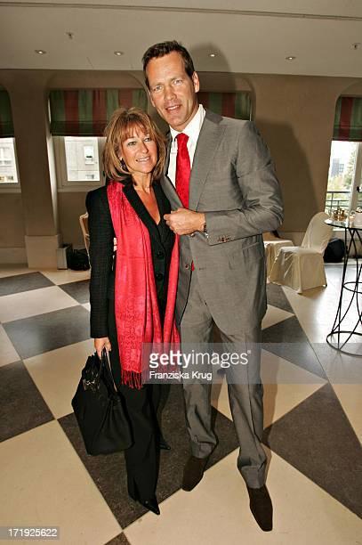 Henry Maske Mit Ehefrau Manuela Bei Benefiz Brunch Innocence In Danger Im Palais Im Adlon In Berlin Am 220904
