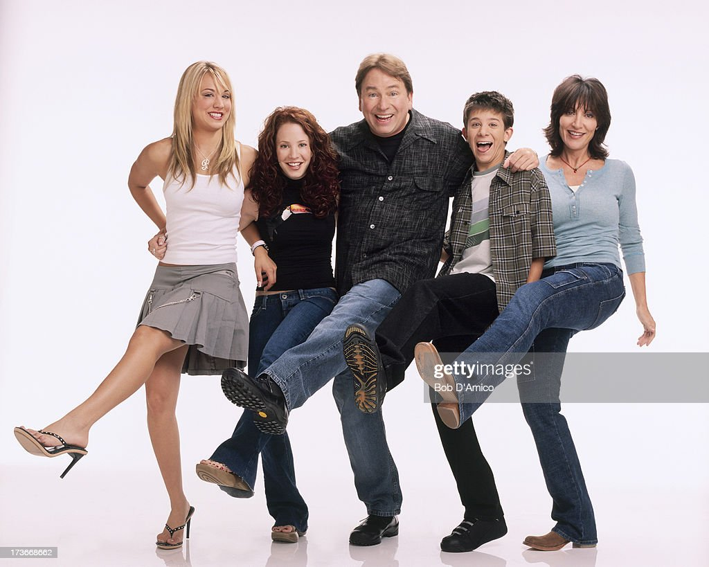 Kaley Cuoco reunites with 8 Simple Rules cast and adds touching tribute to late John Ritter