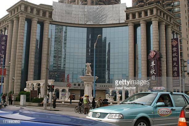 Industrial and commercial Bank of China Shanghai China Asien Autos Säulen Bauwerk Architektur Reise PH