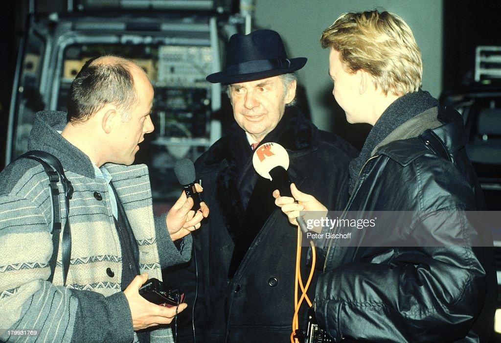 Harald Juhnke, 'Sunny Boys' Theaterstück,;Reporter, Interview, : News Photo