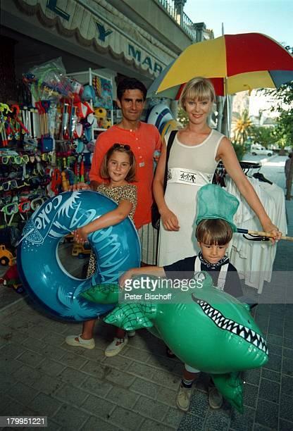 Saskia Valencia Ehemann Nicolas TochterAlexandra Sohn Leonard Mallorca/SpanienSommerUrlaub