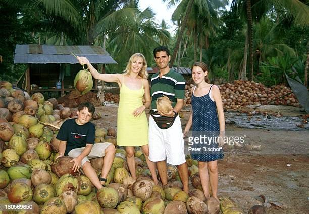 Saskia Valencia Ehemann Nicolas Tochter Alexandra Sohn Leonard Koh Samui/Thailand Urlaub Kokosnüsse