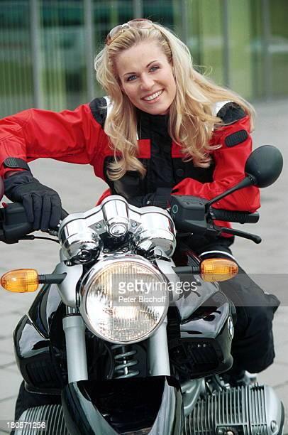 Eve Scheer ExclusivFotos des RTLDailySoapStars Unter Uns Motorrad BMW