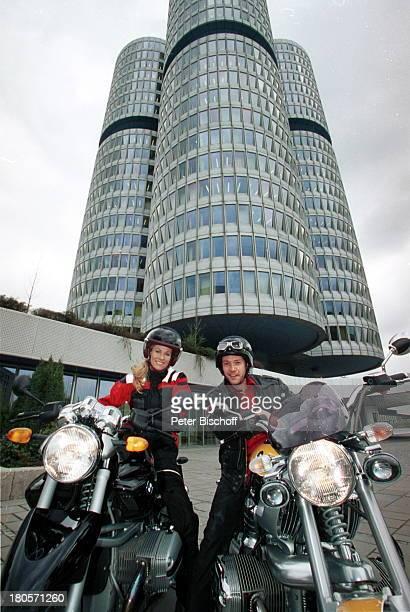 Eve Scheer Christof Arnold ExclusivFotos der beiden Fernsehstars und MotorradFans München RTLDailySoapUnter Uns/ARDTVSerie Fabrixx Motorrad BMW...