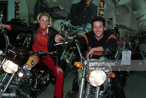 Eve Scheer Christof Arnold ExclusivFotos der beiden Fernsehstars und MotorradFans RTLDailySoapUnter Uns/ARDTVSerie Fabrixx Motorrad BMW