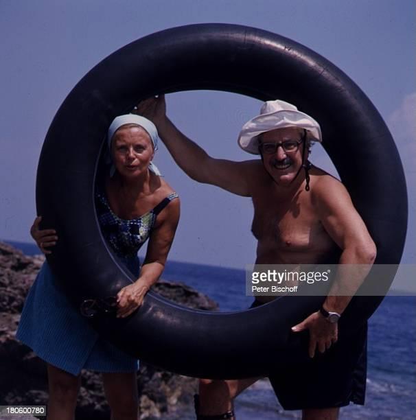 Willy Millowitsch Heidi Kabel Elba Italien Schwimmreifen Meer Badehose Hut Badeanzug