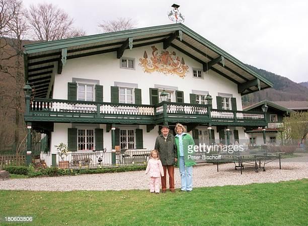 Hans Clarin Ehefrau Christa Enkelin Leonie Homestory Moserhof Aschau am Chiemsee/ Bayern Frau Kind Hut