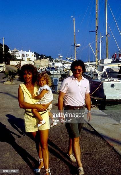 Michaela May Dr Jack Schiffer Mallorca Spanien Europa Hafen Urlaub Sonnenbrille Kind Familie A dah