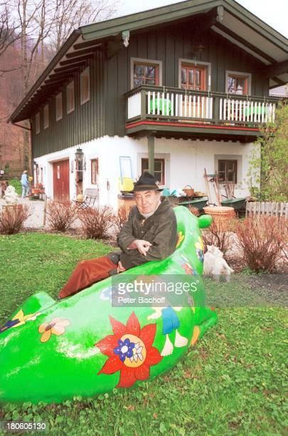 Hans Clarin Homestory Moserhof Aschau am Chiemsee/ Bayern Hut KuhAttrappe