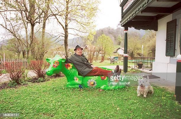 Hans Clarin Homestory Moserhof Aschau am Chiemsee/ Bayern Hut KuhAttrappe Hund