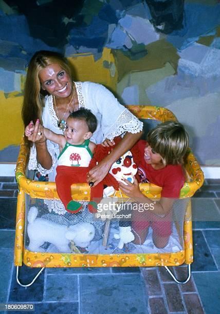 Daliah LaviGans mit den Kindern Alexander Rouven Homestory Miami/Florida/USA Nordamerika ca Baby