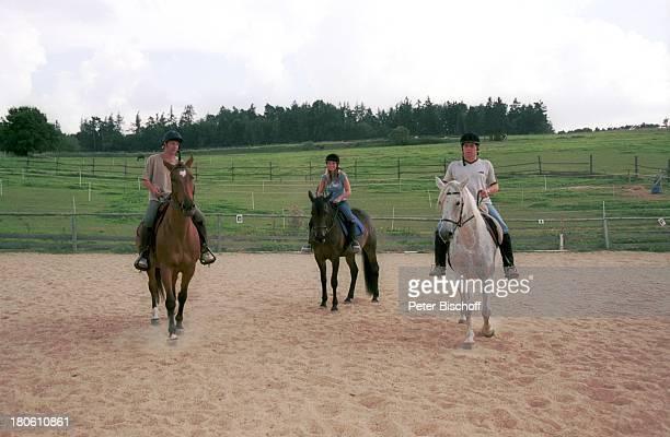 Albert Oberloher Iris Criens Andreas Lebbing Musikgruppe Wind Homestory Pferd Tier Sport 794/2002