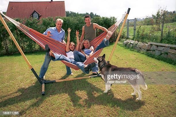 Andreas Lebbing Albert Oberloher Natasja Marinkovic Iris Criens mit Hündin Leila Musikgruppe Wind Homestory Hängematte 794/2002