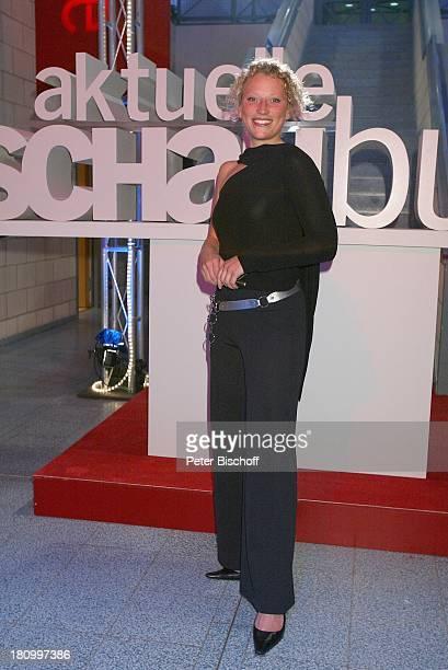 Julia Westlake NDRShow Jubiläum 45 Jahre Aktuelle Schaubude Hamburg 211102 Studio Logo