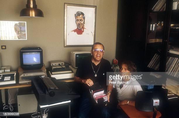 Chris Howland Stiefsohn Marc Pulheim Homestory Moderator Familie Computer Bild Diskette Monitor Drucker Brille Promis Prominente Prominenter