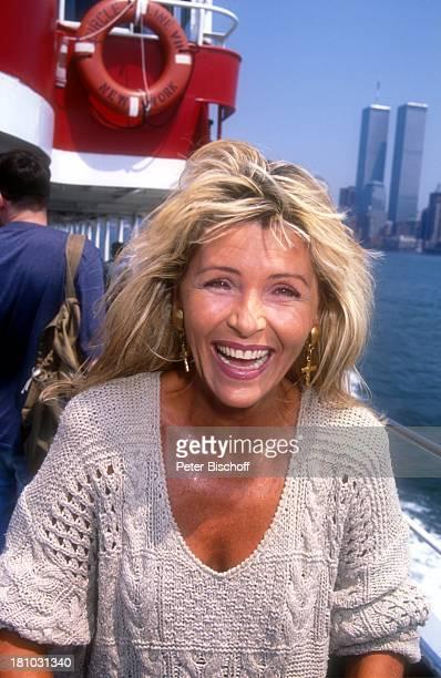 Lena Valaitis Urlaub in New York/USA/Nordamerika bei Coney Island Schiff Sängerin Promis Prominente Prominenter