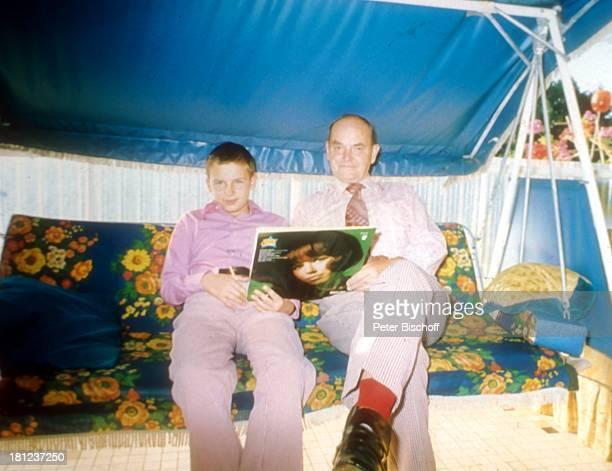 Alexandras Ehemann Nicholas NefedovAlexander Nefedov Boston/Amerika/USA HollywoodSchaukel Schalplatte Cover Promis Prominenter Prominente