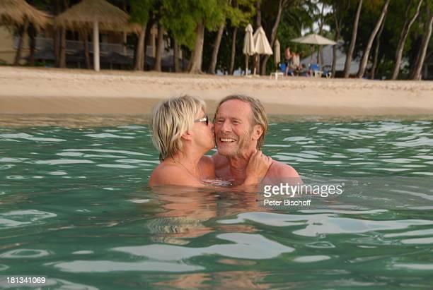 Horst Janson Ehefrau Hella Janson Almond Beach Village Urlaub Speightstown / St Peter Insel Barbados Karibik Meer Strand Schauspieler