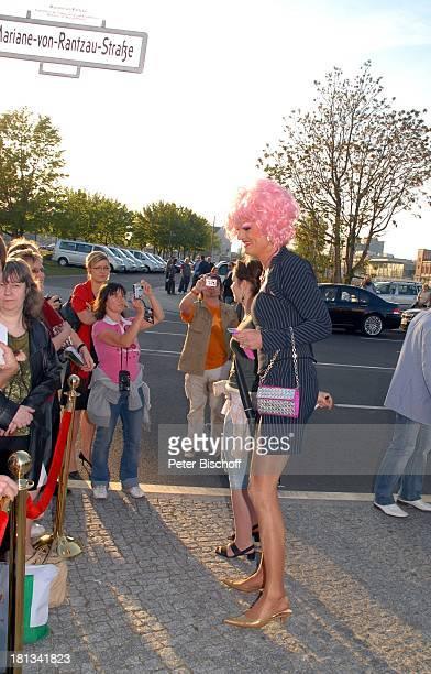 Drag Queen Olivia Jones Premiere Musical Daddy Cool mit B o n e y MSongs Musicalpalast am Ostbahnhof Berlin Deutschland Europa Theaterpalast Perücke...