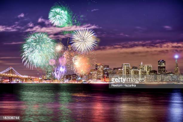 [UNVERIFIED CONTENT] SAN FRANCISCO NEW YEAR 2013 FIREWORKS CRACKERS SHOW BAY BRIDGE EMBARCADERO CENTER HOLIDAY LIGHTS DOWN TOWN TREASURE ISLAND...