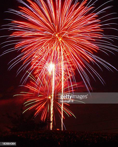 fireworks - fourth of july background stock pictures, royalty-free photos & images