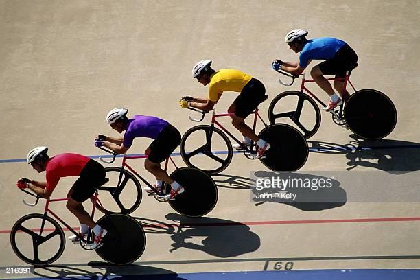 male track cyclists - 自転車競技 ストックフォトと画像