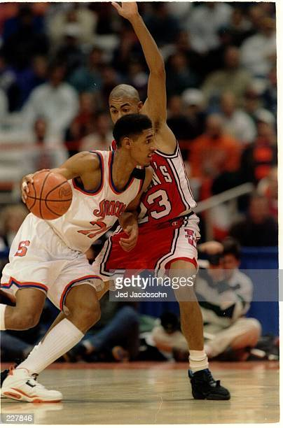SYRACUSE ORANGEMEN FORWARD LAWRENCE MOTEN DRIVES TO THE HOOP THROUGH DEREK BROWN OF THE ST JOHN''S REDMEN DURING A BIG EAST CONFERENCE GAME