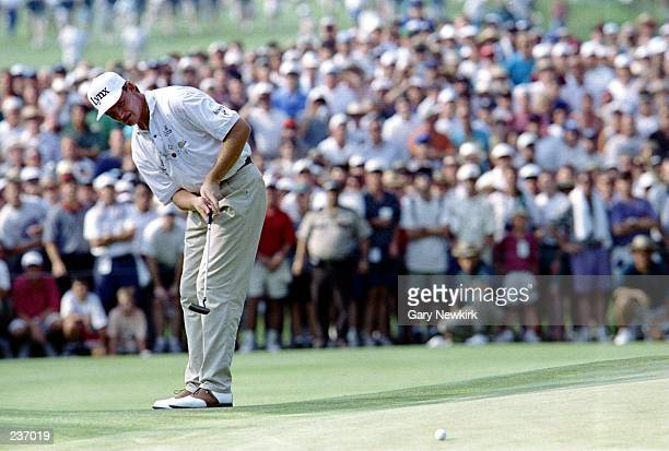 ERNIE ELS HITS HIS 3RD SHOT ON THE 18TH GREEN DURING THE FINAL ROUND OF THE US OPEN CHAMPIONSHIP AT OAKMONT COUNTRY CLUB IN OAKMONT PENNSYLVANIA ELS...