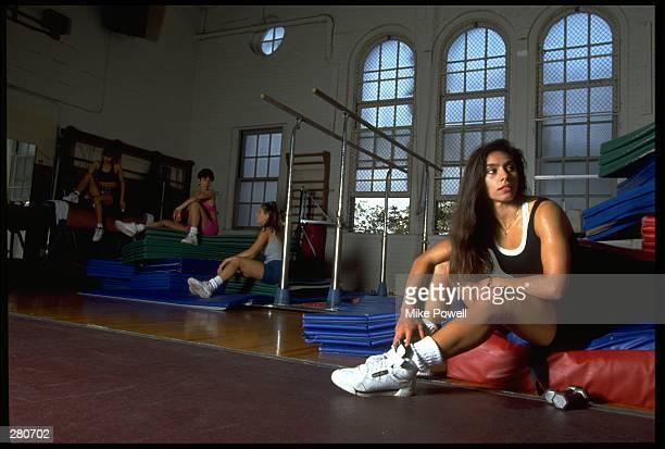 A GROUP OF MODEL RELEASED WOMEN TAKE A BREATHER DURING THEIR AEROBIC WORKOUT MANDATORY CREDIT MIKE POWELL/ALLSPORT