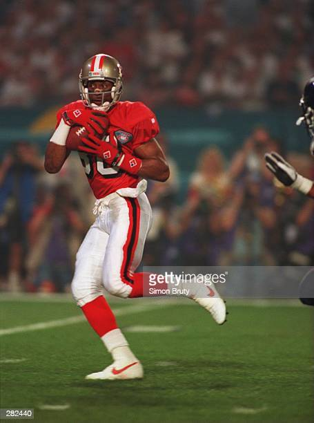 SAN FRANCISCO WIDE RECEIVER JERRY RICE CATCHES A PASS FROM QUARTERBACK STEVE YOUNG 1:24 INTO THE GAME DURING THE FIRST QUARTER OF THE SAN FRANCISCO...